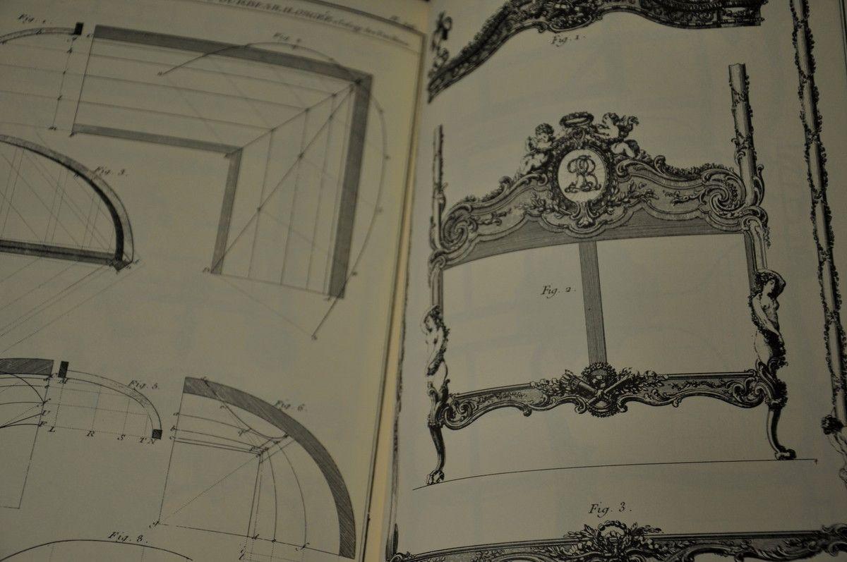Des trésors, texte pas toujours facile à lire, mais les dessins sont des trésors exceptionnels. 7 ans de travail pour l'un des plus grands ébénistes.