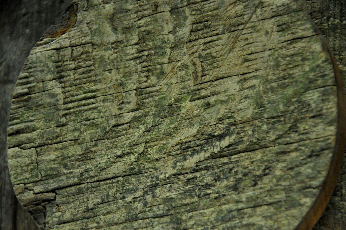 8 pièces et dans la suite quelques dos pour ce bois d'histoire