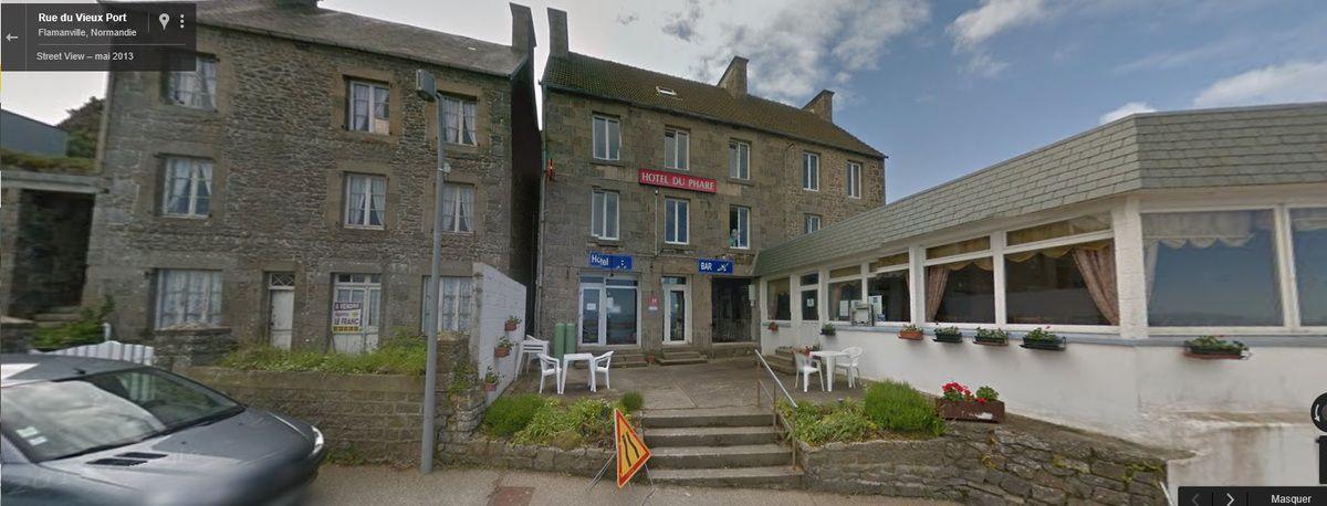 L'hôtel du commerce à Flamanville-Diélette sur la carte postale que j'avais postée il y a 57 ans jour pour jour le 14 août 1959, alors que j'étais en vacances, et la même vue de google en 2013 (CLIC pour voir).