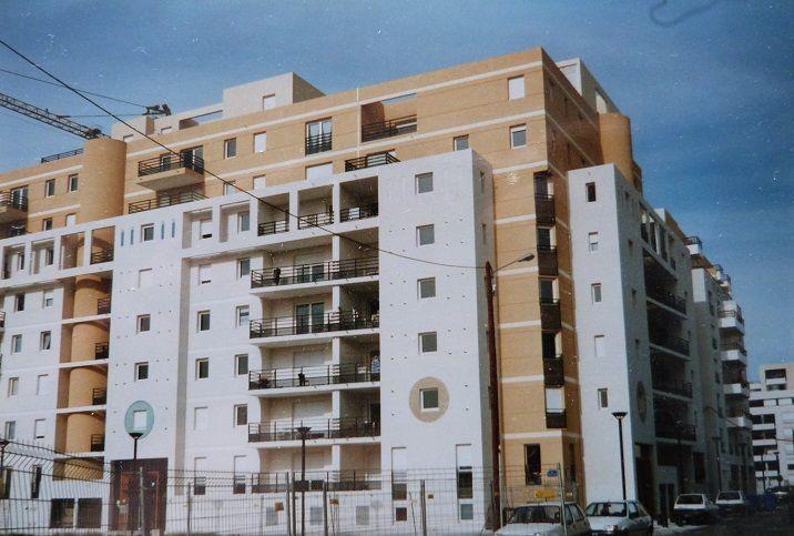 Le même immeuble en novembre 1996 et vingt ans plus tard.