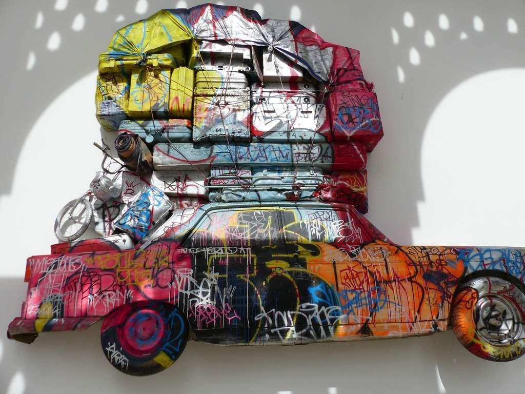 Installation sur la façade du très beau Musée d'art moderne de Rabat (Expo consacrée à l'Afrique).