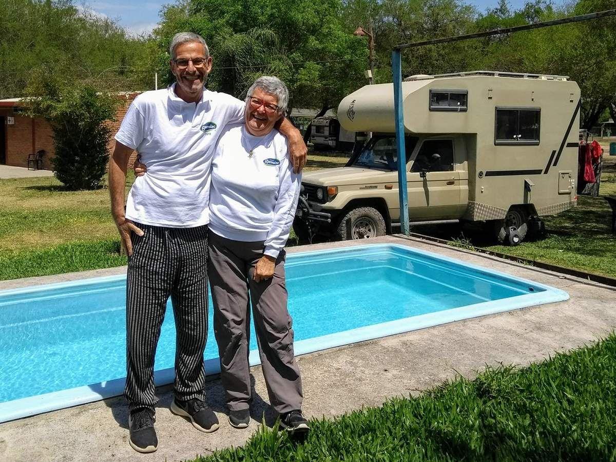 Devant l'un des bassins d'eau chaude, avec les vêtements donnés par Elbio ...