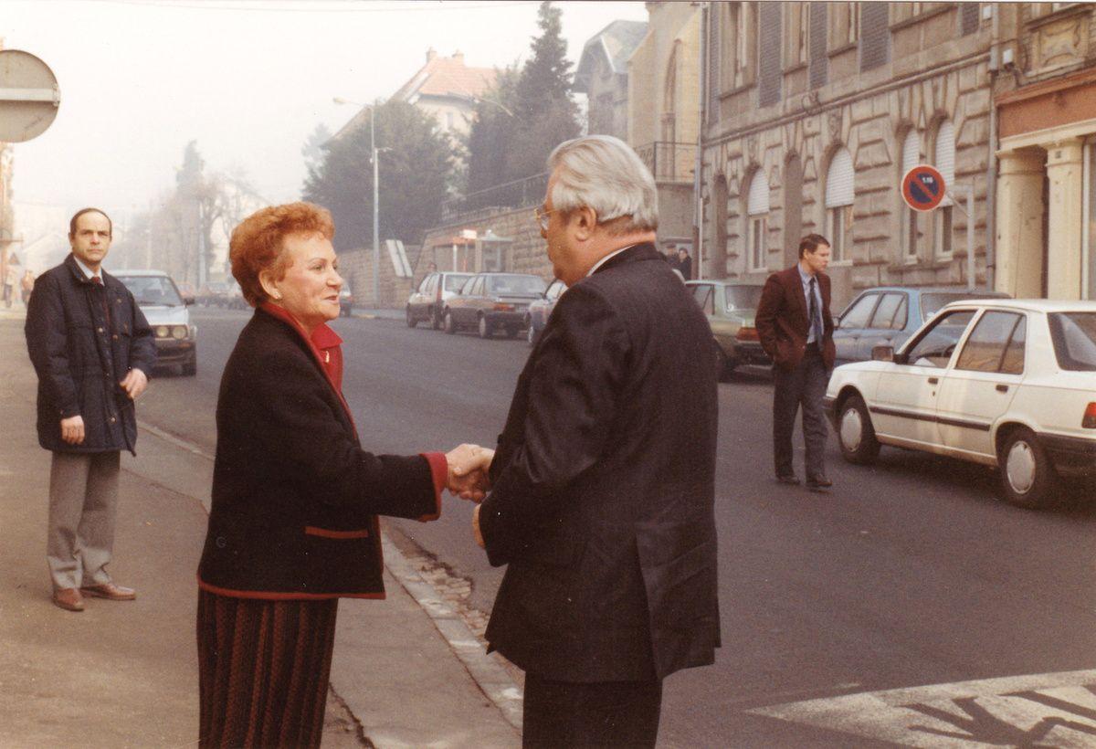 Arrivée devant la mairie de Jean-Marie RAUSCH