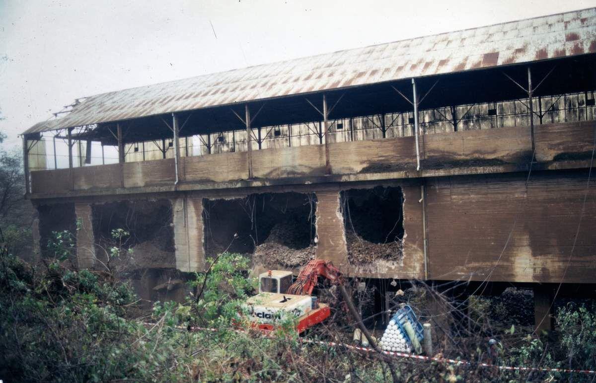 La destruction des accumulateurs à minerai (ou silos) de la mine la Paix en 1987 à Algrange