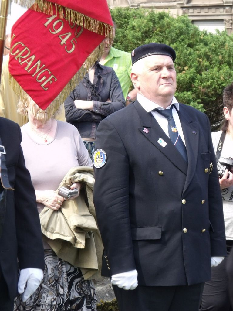 Le porte-drapeau, Gérald FLESCH d'Algrange plusieurs fois médaillé