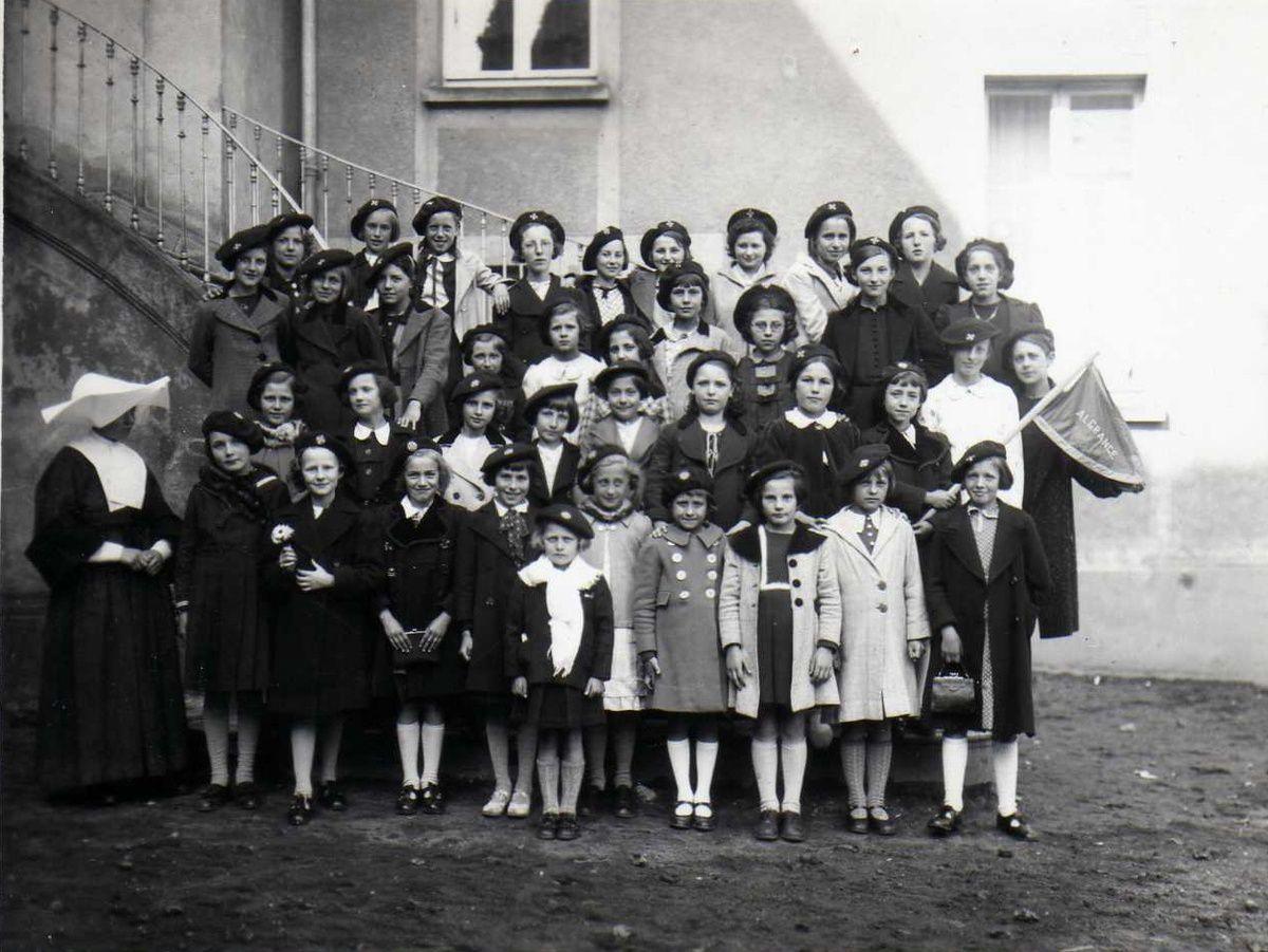 Les Soeurs et les jeunes filles en 1950