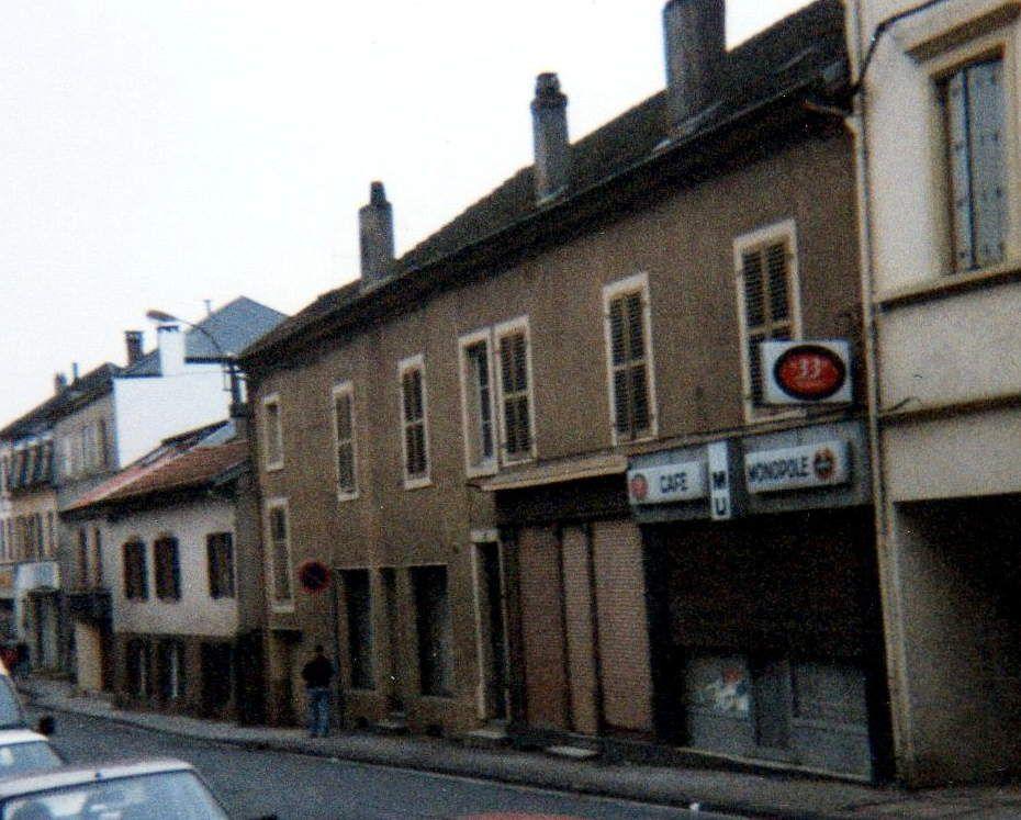 """N° 13 rue Foch à Algrange - Café """" Le Monopol """" - Habitation"""