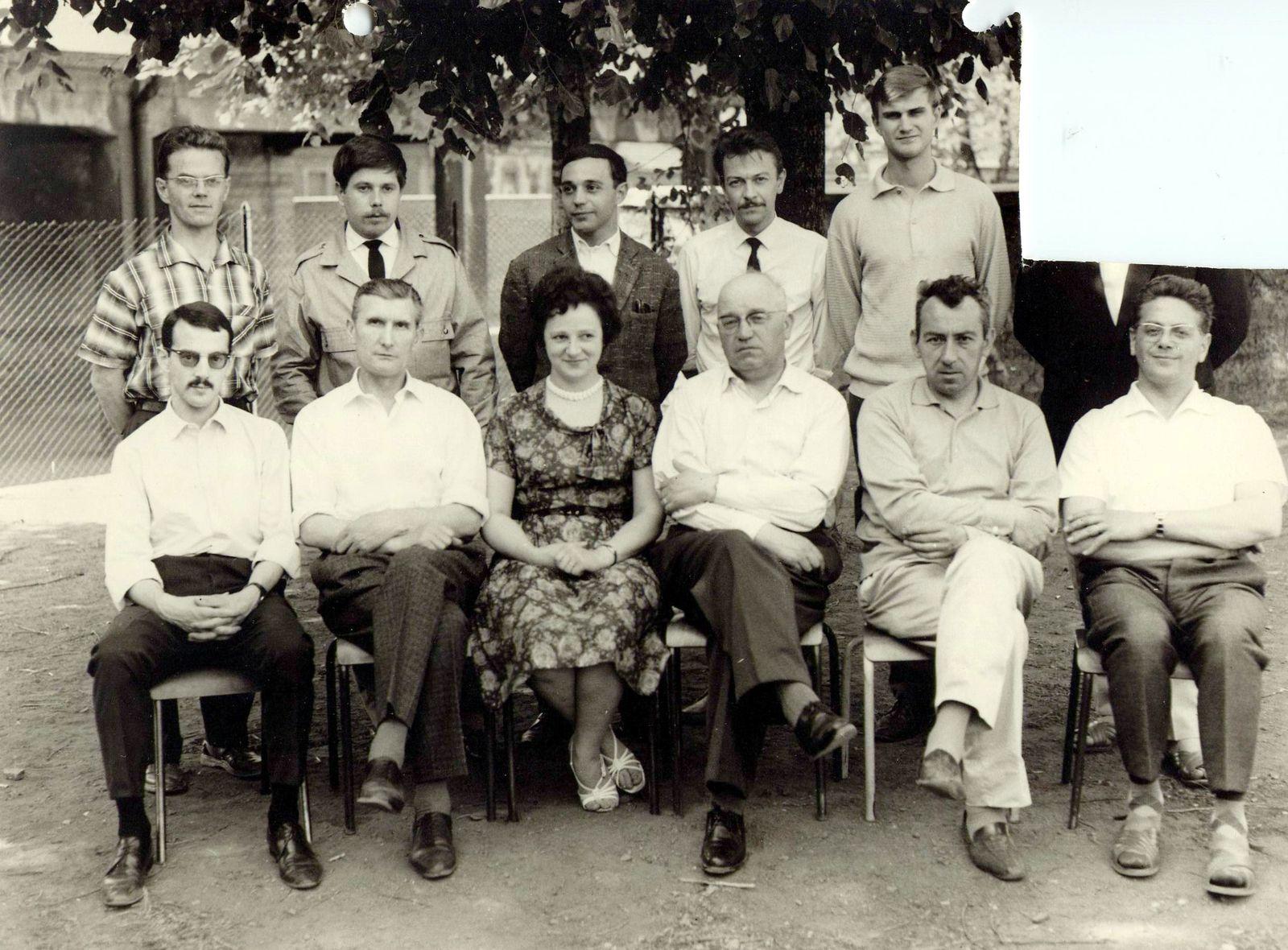 Derrière de gauche à droite: DICK François, BASTIAN Claude, FORTMANN Roger, SCHANNE Gérard,  .............? Devant de gauche à droite:  GORI René, PINT Pierre, Mme LANG-SPANNAGEL Odette, SEIWERT Henri, CLEMENT Robert, LANG René