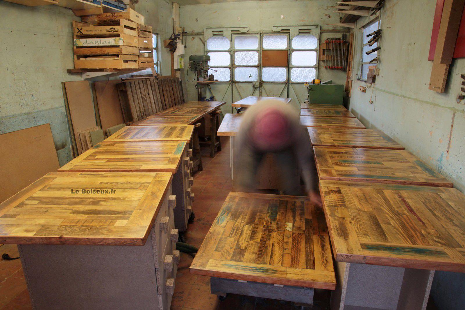 Ici, commandez des plateaux personnalisables pour que vos tables et bureaux reflètent l'identité de votre établissement et contribuent à la cohérence décorative de vos locaux.
