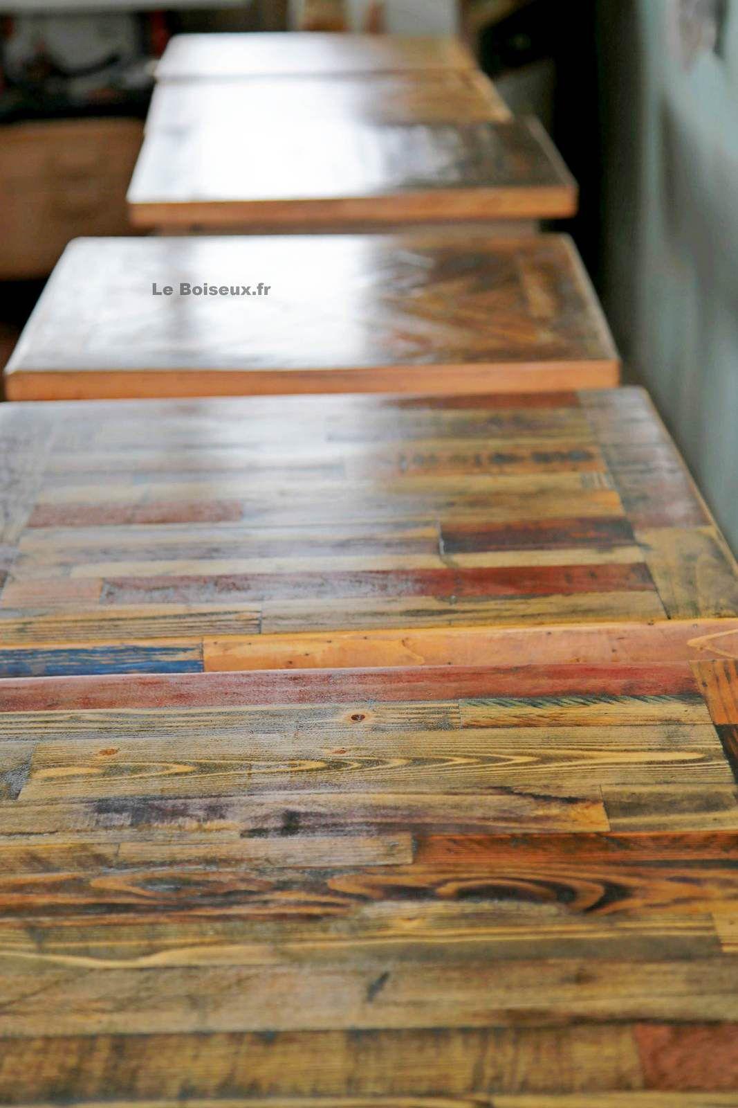 Assortiment de petits et grands plateaux, aux formats standards ou sur-mesure, issus de divers bois de fin de chantiers façonnés, présentés ici afin de vous aider à concevoir des modèles personnalisés, à même de refléter vos convictions et votre concept décoratif.