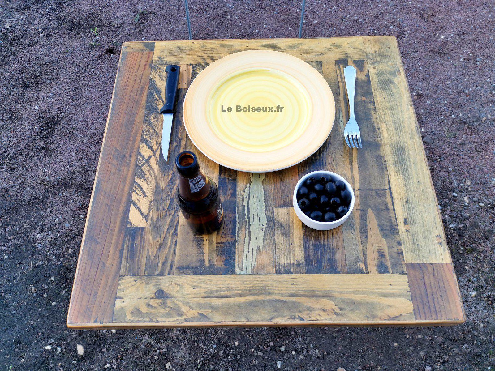 Lot de plateaux ouvrés, issus de palettes de manutention et autres bois de fins de chantiers, destinés à couronner vos futurs guéridons, tables, ou snack, selon vos instructions.