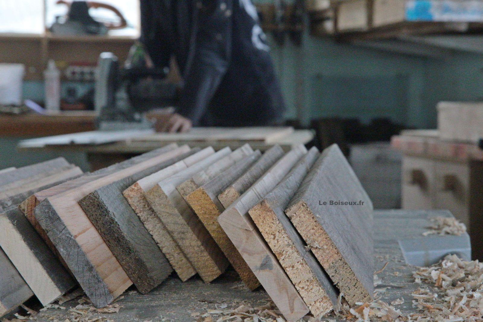 Plateaux de tables en bois recyclé visibles à l'atelier et aux quatre coins de la France.