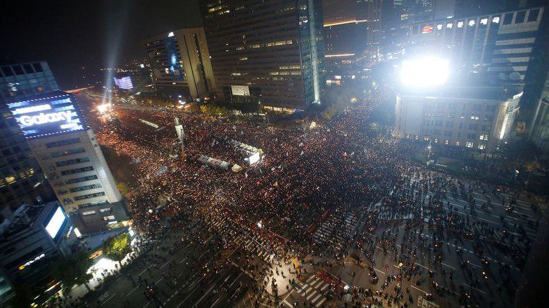 Séoul : une foule immense exige la démission de Park Geun-hye