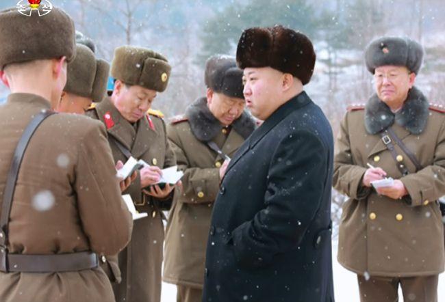 Le dirigeant nord-coréen Kim Jong-un en inspection militaire