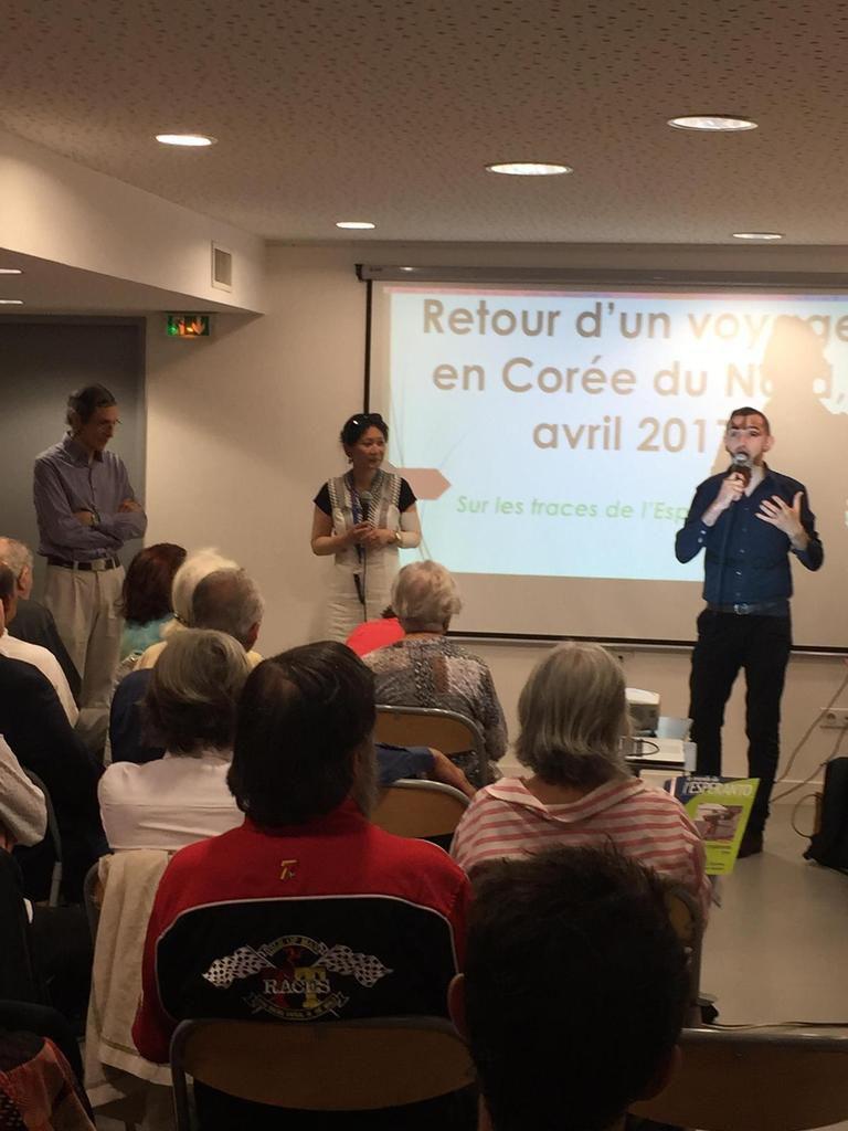 Debout au fond, de gauche à droite : François Lo Jacomo, Nathalie Kesler et Ludovic Sage, directeur de la Maison des associations du 4e arrondissement de Paris.