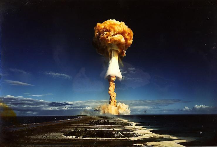 """Essai nucléaire français """"Licorne"""" (puissance : 1 Mt) sur l'atoll de Mururoa le 3 juillet 1970"""