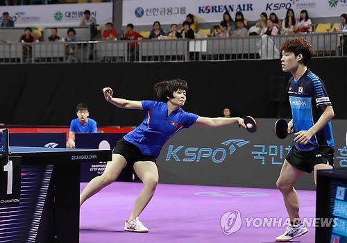 De gauche à droite, Cha Hyo-sim et Jang Woo-jin, lors du quart de finale contre les Hongkongais Ho Kwan Kit et Lee Ho Ching le jeudi 19 juillet 2018 à l'Open de Corée