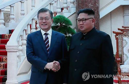 Sommet intercoréen : Kim Jong-un accueille Moon Jae-in à l'aéroport et le reçoit au siège du Comité central du PTC