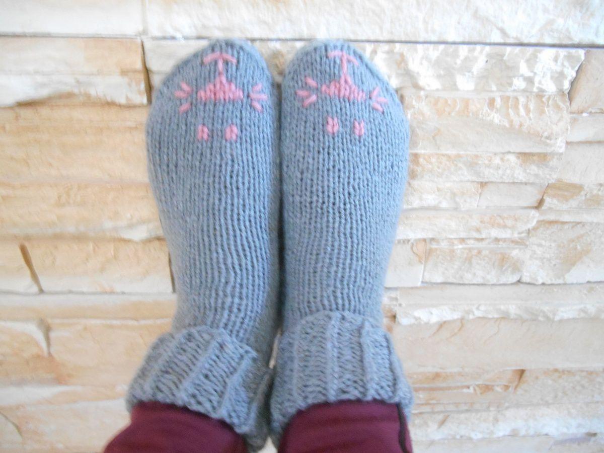 chaussettes tricotées brodées chat