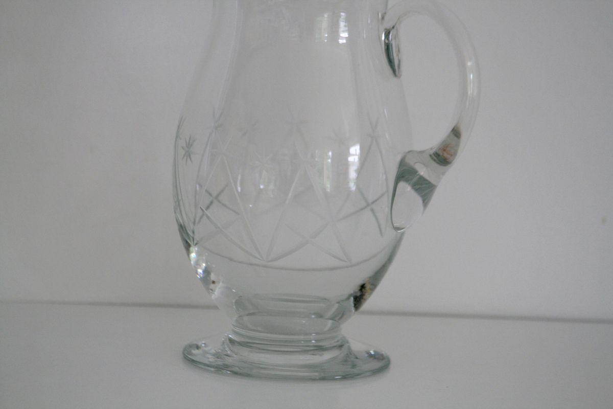 Carafe ancienne en verre gravé étoile