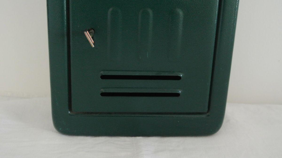 Boite en lettre en métal vert foncé  Vintage