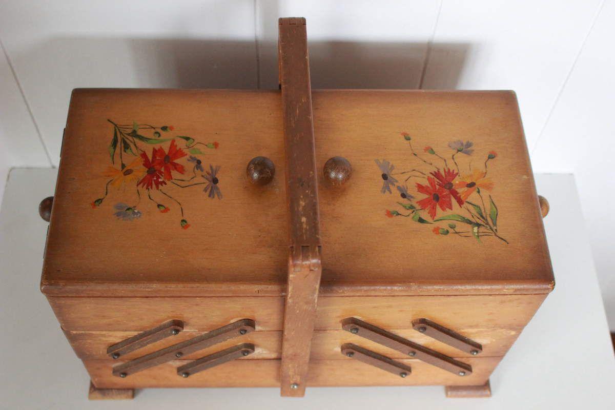 Petite travailleuse en bois décor Fleur Années 50 - Vintage