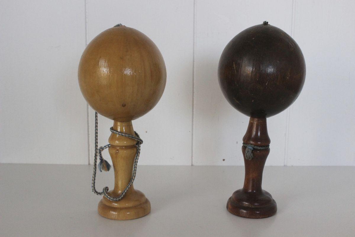 Bilboquet et petite règle en bois Vintage
