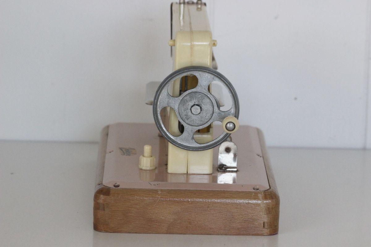 Machine à coudre enfant Josselyne rose Années 60 - Vintage