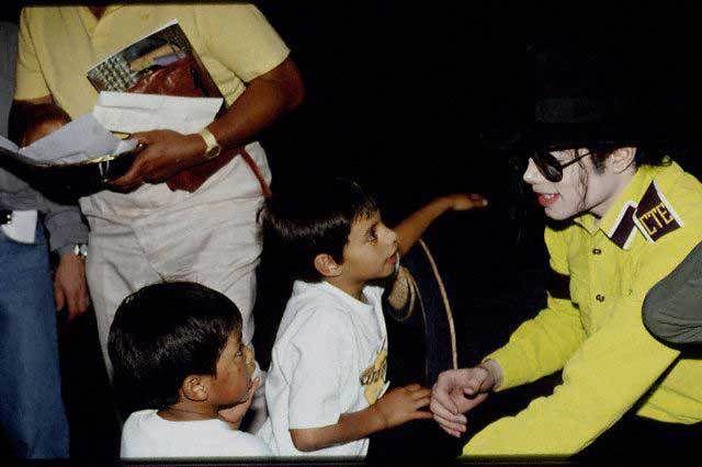 Michael Jackson au Mexique  (intérrêt démesuré pour les enfants) .