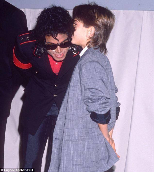 La plainte de Jimmy Safechuck contre feu Michael Jackson.