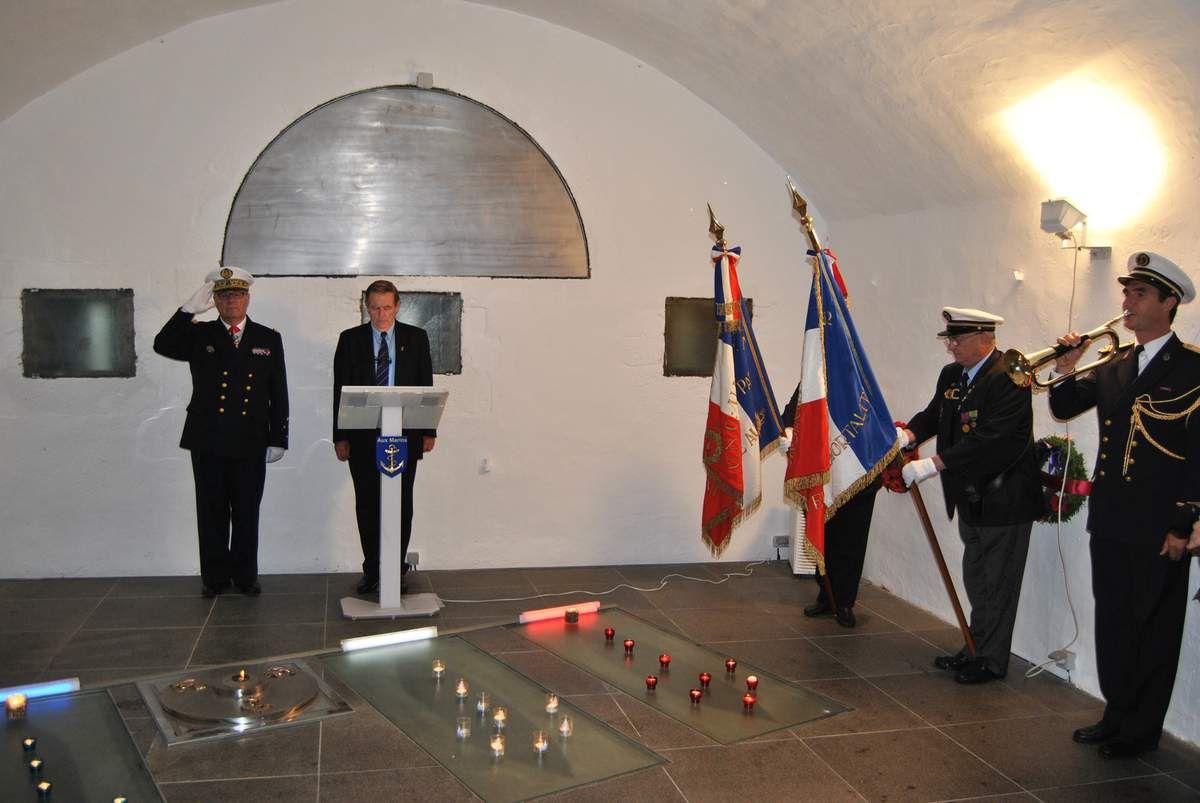 Les drapeaux de l'Union Nationale des Combattants et du Souvenir Français étaient représentés.