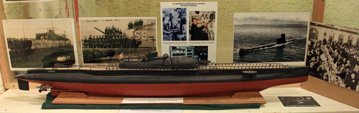 La maquette du sous-marin Surcouf, réalisée par un membre de l'équipage, se trouve à l'espace muséographique des sous-marins du Fort de Bertheaume en Plougonvelin (Pays d'Iroise)