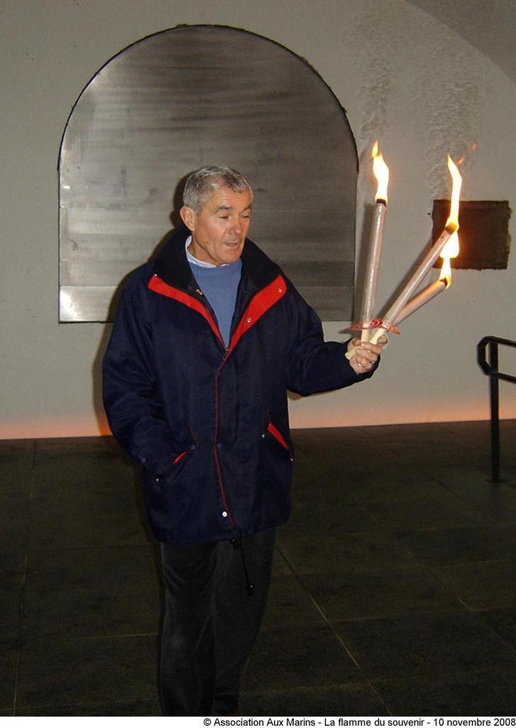 10 NOVEMBRE 2008 - LA FLAMME DU SOUVENIR : DE L'ARC DE TRIOMPHE AU BOUT DU MONDE (PHOTOGRAPHIES)