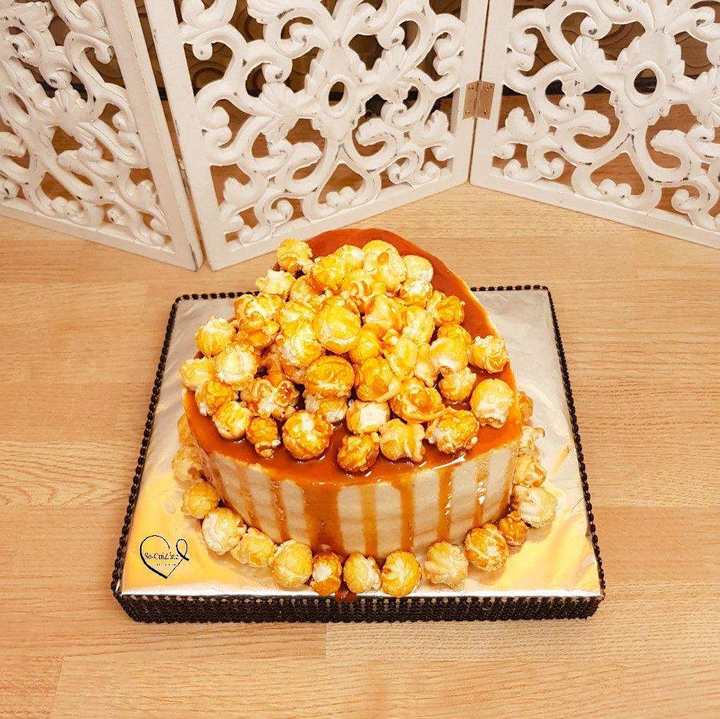 Drip Cake tout de caramel et popcorn vêtu
