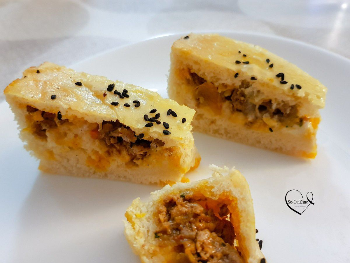 Cheesy bread and minced meat ou le pain au fromage et viande hachee