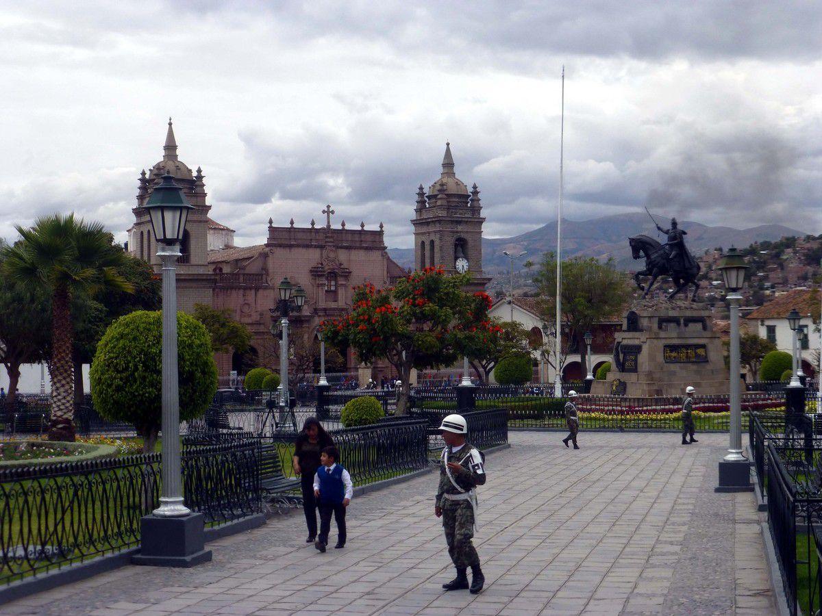 Copacabana (Bolivie) Huaras (Pérou)