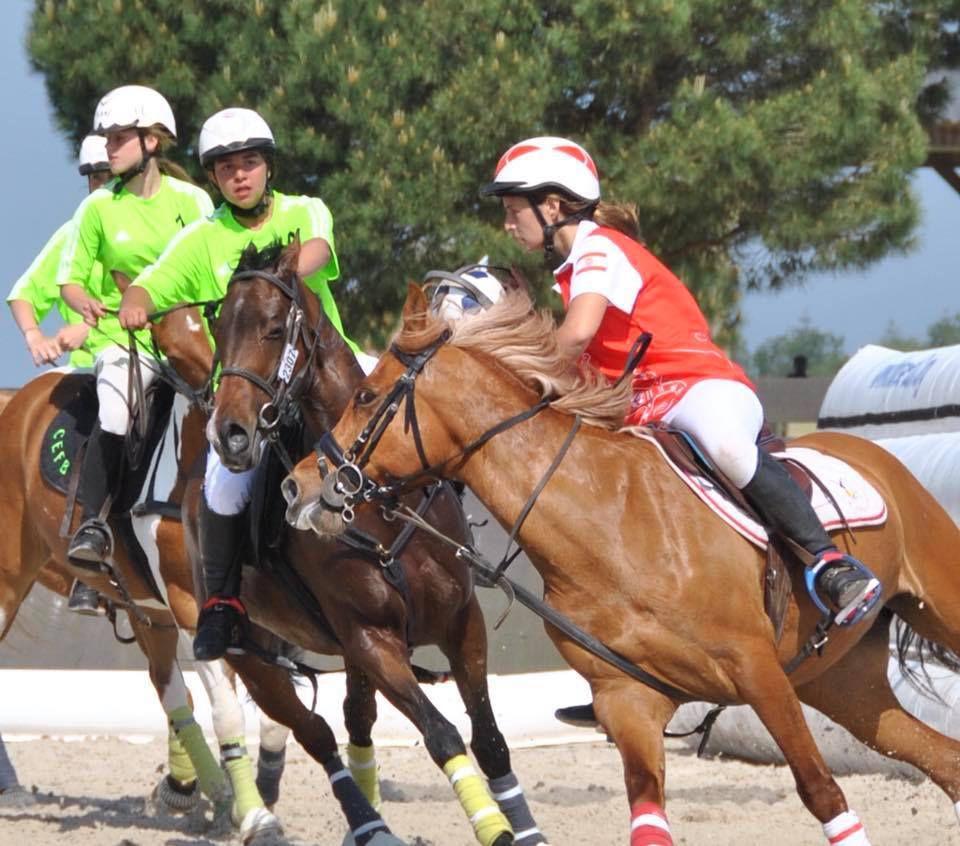 5 jeunes tahitiennes Championnes de france de Horse ball