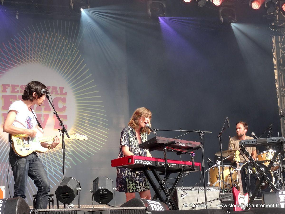 FESTIVAL FNAC LIVE 2014 :  interview de MINA TINDLE avant son passage sur scène