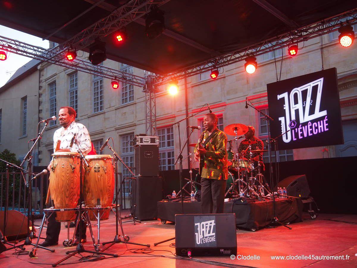 Photos du concert de BONGA sur le Festival JAZZ A L'EVECHE d' ORLEANS