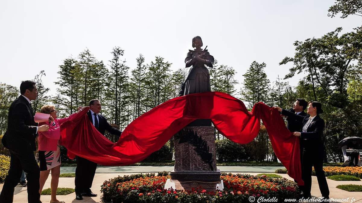 EN DIRECT DE YANGZHOU : serment de jumelage avec ORLEANS et installation de la statue de Jeanne d'Arc