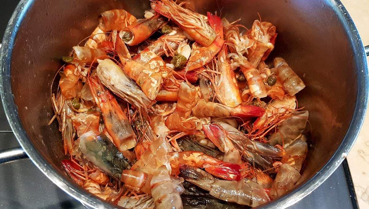 Pâtes aux crevettes, ail et roquette