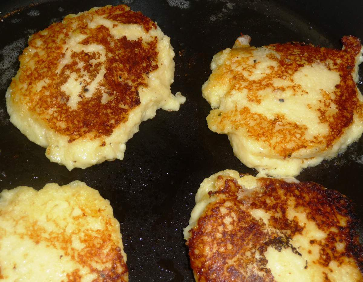Galettes de purée de pommes de terre au fromage