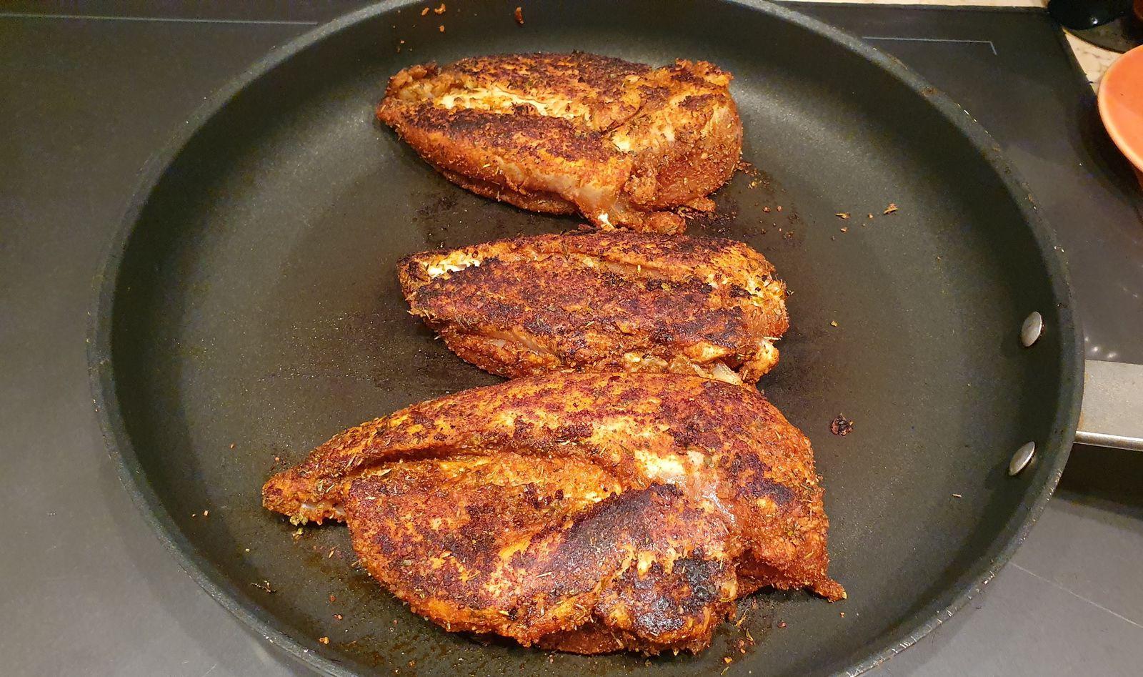 Poulet noirci aux épices Cajun, sauce au raifort