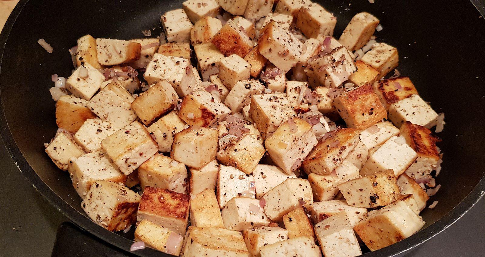 Tofu sauté à l'ail et aux deux poivres