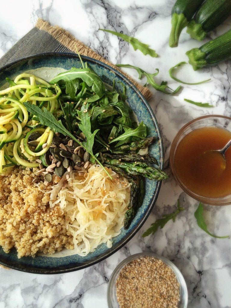 Veggie bowl au quinoa d'Anjou, asperges vertes et courgette
