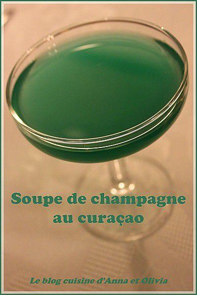 Soupe de champagne au curaçao