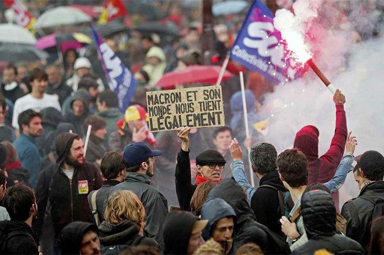 Appel à la grève nationale en France dans un contexte de crise  dans - CNR ob_7ce463_11hulega
