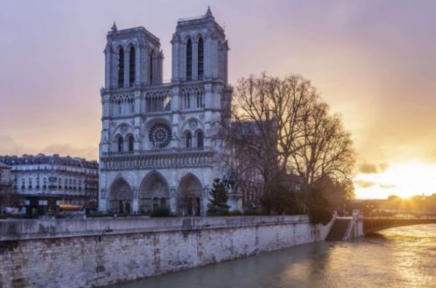 Notre-Dame de Paris . Gerard de Nerval