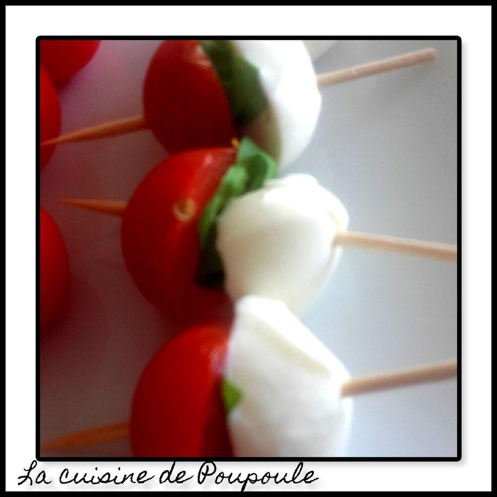 Brochettes tomate cerise moza basilic