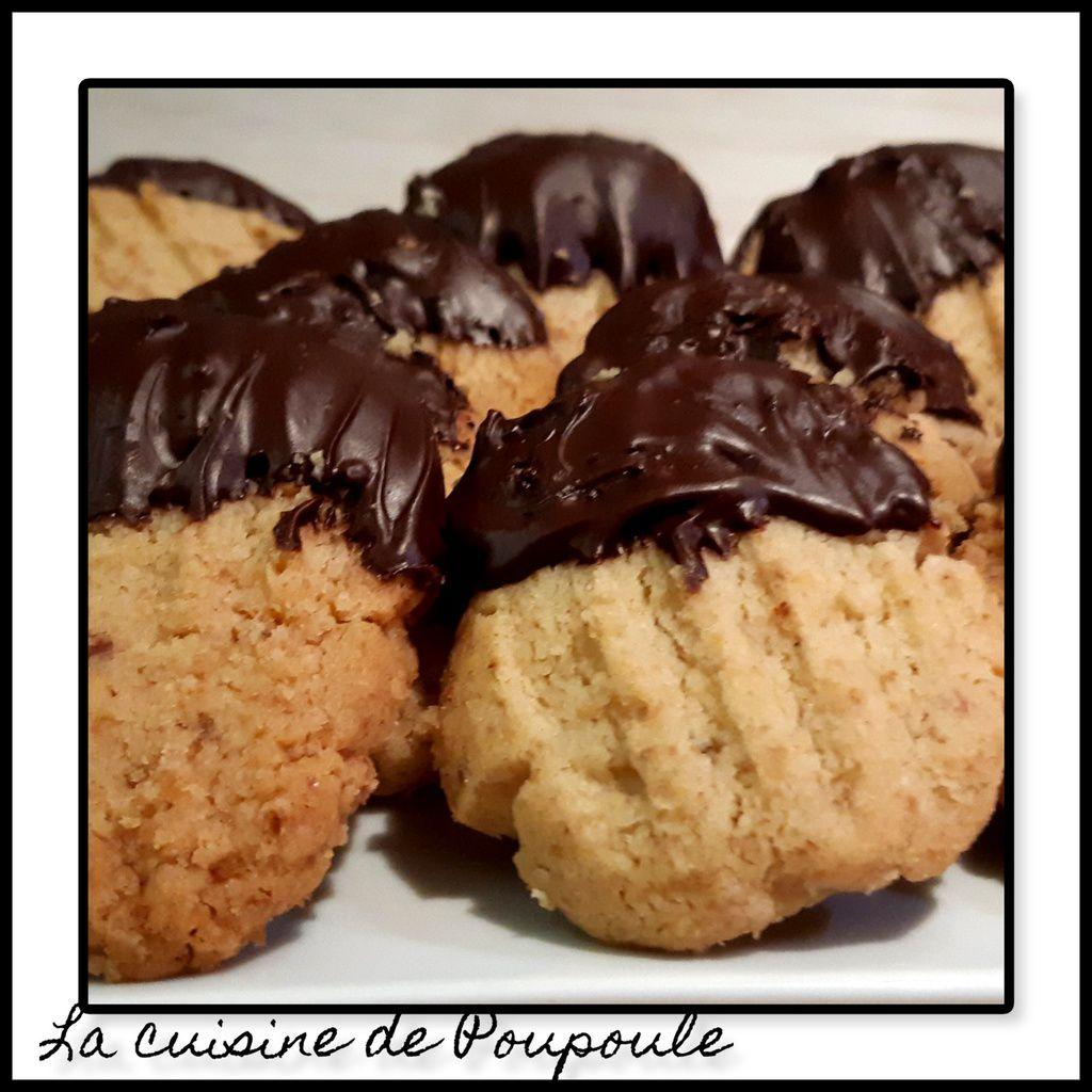 Sablés aux noix et au chocolat (Walnussbredelle)